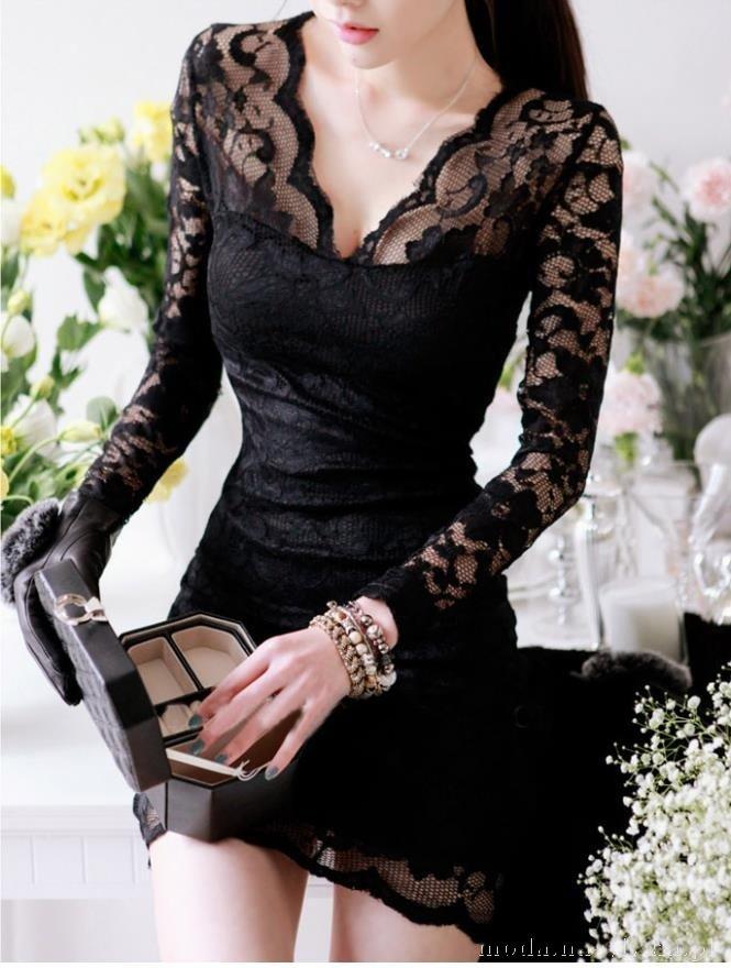 elegancka-czarna-sukienka-z-dlugimi-rekawami